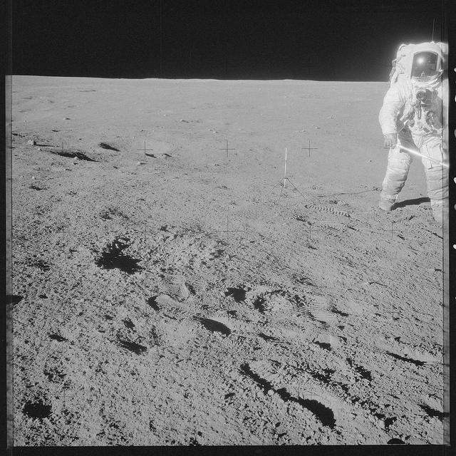Apollo trên mặt trăng - 50mm Vietnam