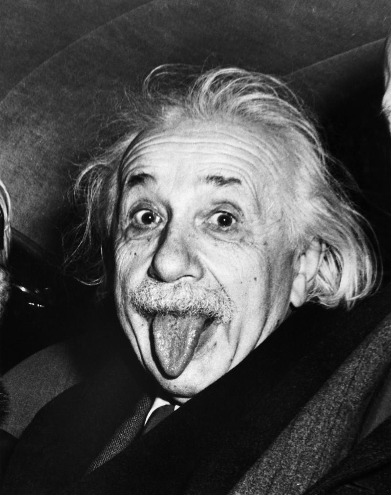 Einstein - Người suýt chế tạo ra chiếc máy ảnh tự động đầu tiên   50mm Vietnam