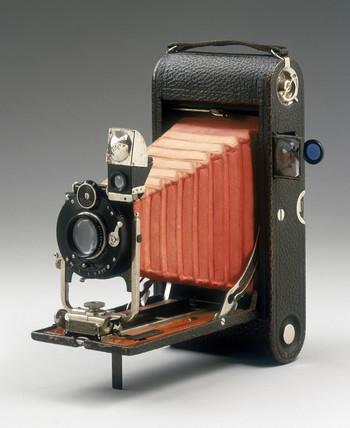 Người đàn ông dành cả thanh xuân để sưu tập máy ảnh | 50mm Vietnam
