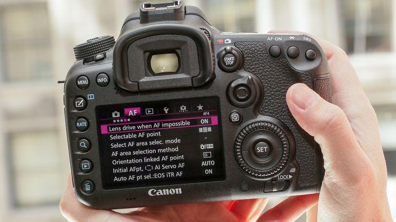 Dàn sản phẩm sắp xuất hiện của Canon   50mm Vietnam