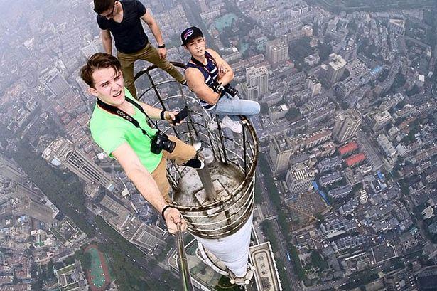 Chết vì selfie: Hiểm họa từ chụp ảnh tự sướng | 50mm Vietnam